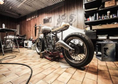 cafe-racer-frame-garage-1599